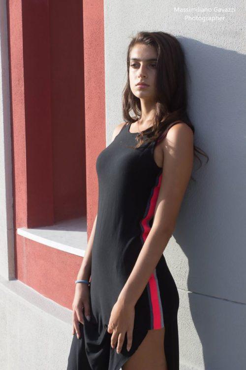 c15285f8951d Vestito sportivo nero con striscia laterale