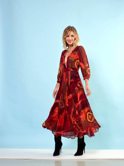 vestito-floreale-con-scollo-profondo
